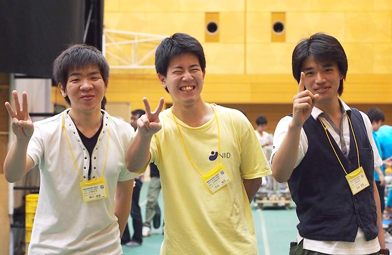 写真左より西川琢磨さん、片山樹広さん、五島啓吾さん