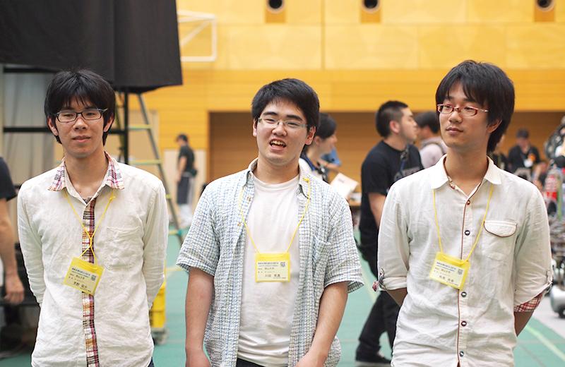 写真左より芳野祐丞さん、川田晃嘉さん、角南尚幸さん