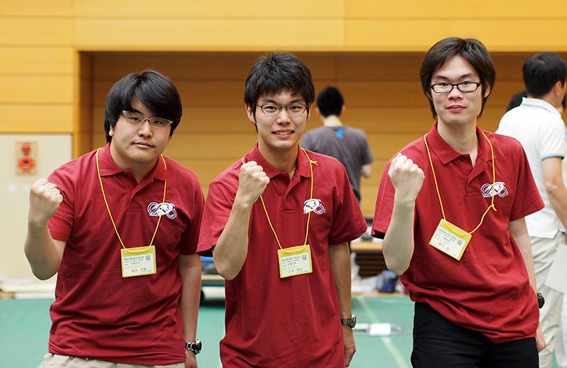 写真左より福永志樹さん、三木悠也さん、野入裕一さん