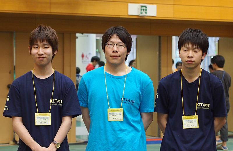 写真左より村本祐太さん、島村領さん、福山亮介さん
