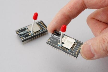 ワイヤレス工作が簡単に作れる「TWE-Lite DIP」。マッチ棒アンテナが特徴