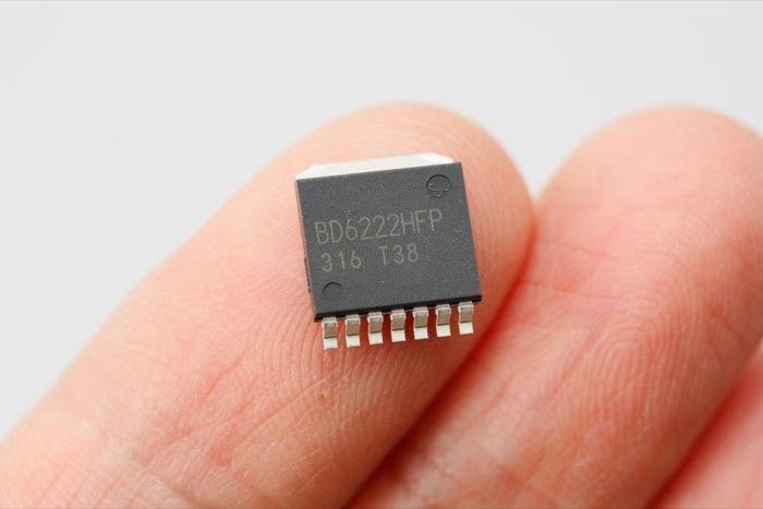 PWM信号でモータをコントロールできるロームのBD6222HFP。615電源2Aもの出力