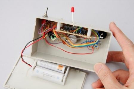 スイッチやLEDとコントロール基板間を配線して完成したところ