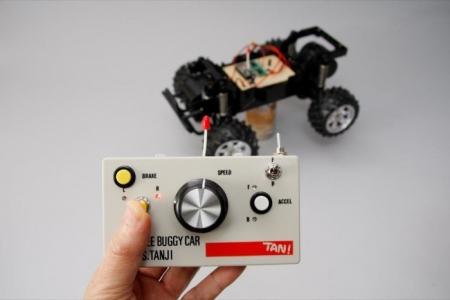 操作するとLEDが点灯し、モータが回転していることが手元で確認できる