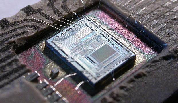 621px-Intel_8742_153056995
