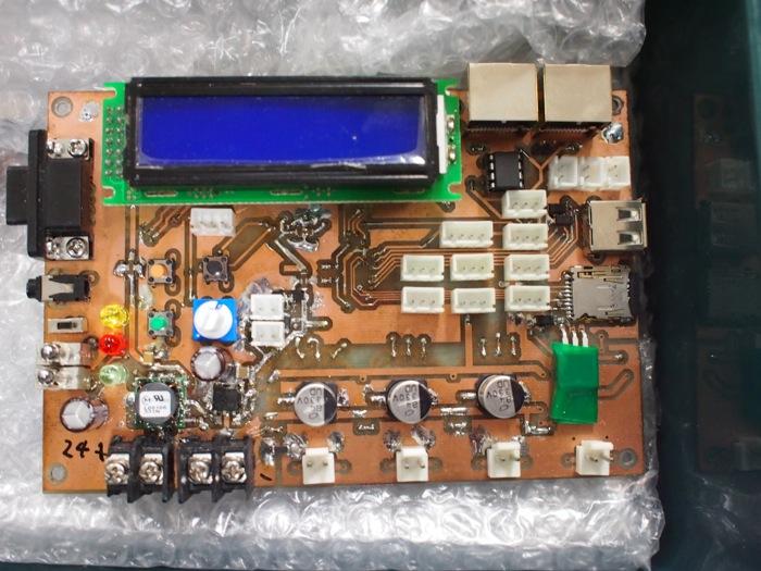 万全の静電気対策が施されたメイン基板