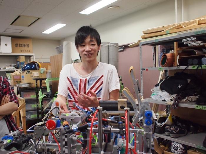 久野顕司さん(機械工学科4年:子供ロボットの設計・製作・整備を担当)
