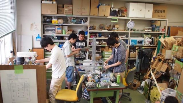 ロボットづくりに夢中な「ロボコン工房」の部員たち