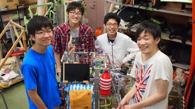 写真左より牧島拓也さん、大竹翔太さん、柘植健太さん、久野顕司さん