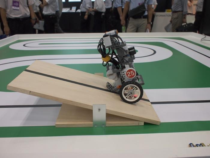障害物も軽々と乗り越える自律走行ソフトウェア搭載ロボット。