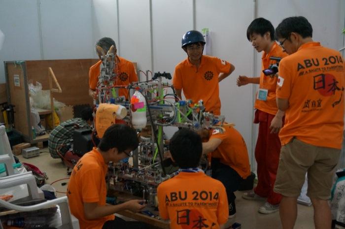 ABUロボコン2014:日本チームミーティング風景