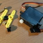 第13回 Arduinoでモーターを制御する!(その3)。自作ラジコンカーに挑戦!サーボモーターでステアリング実装。