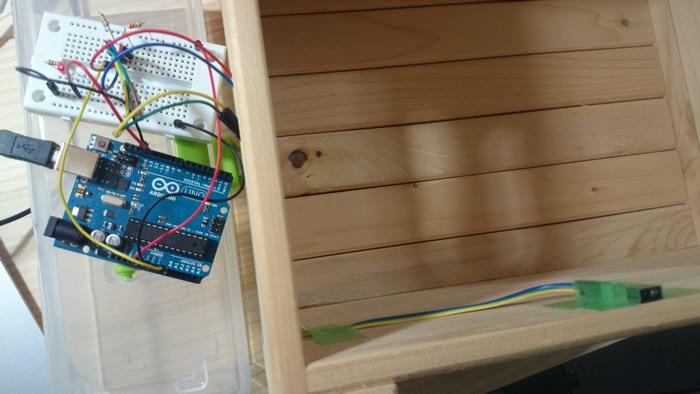 写真4 箱の開閉を検出してLEDを光らせる