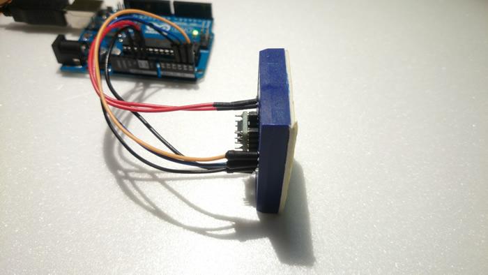 写真3 X軸を左に傾ける = -1g(Arduino側は277)