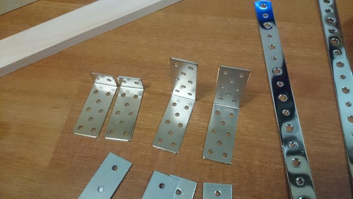 写真3 サーボモータの接続に利用できそうな金属部品