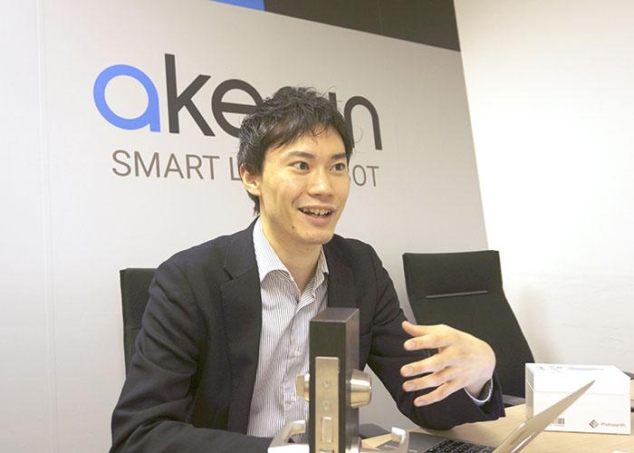 フォトシンス CEO 河瀬 航大さん。マーケティング企業の出身。