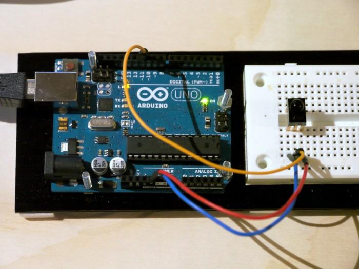 写真3 赤外線受信モジュールとArduino