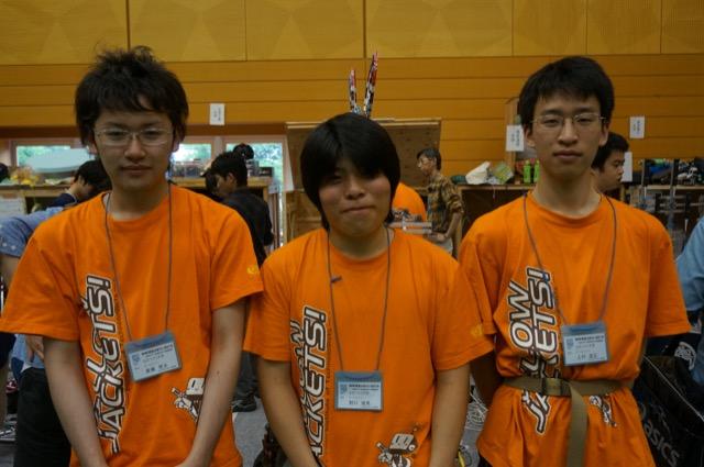 写真左より斎藤晃生さん、野口隆馬さん、上村武正さん