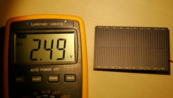 写真2.屋内照明下で電圧を測った結果