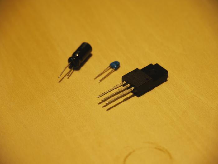 写真6.3端子電圧レギュレータ