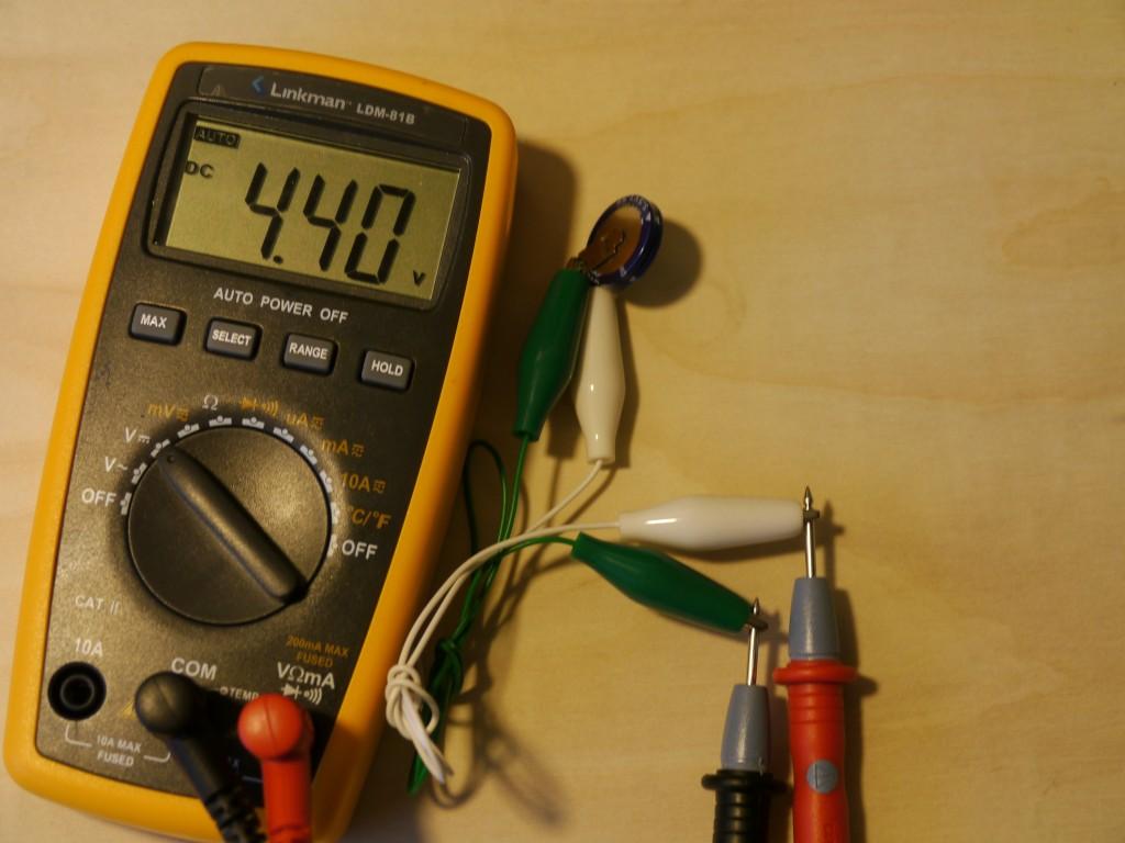 写真9.充電後の電気二重層コンデンサ