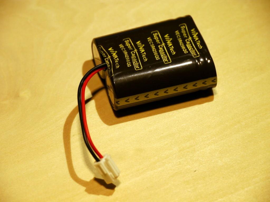 写真1 25F、5.4Vの電気二重層コンデンサ