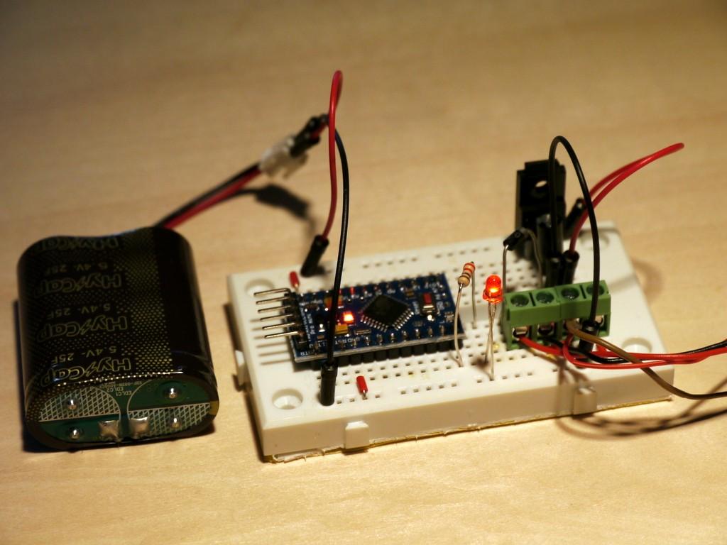 写真4 充電回路でLチカ