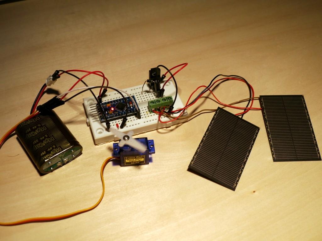 写真5 充電回路でサーボモータを動かす
