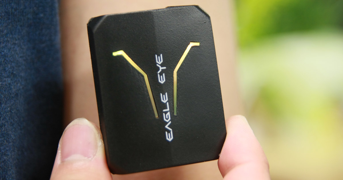 Eagle Eye端末。これを腕に装着して利用する