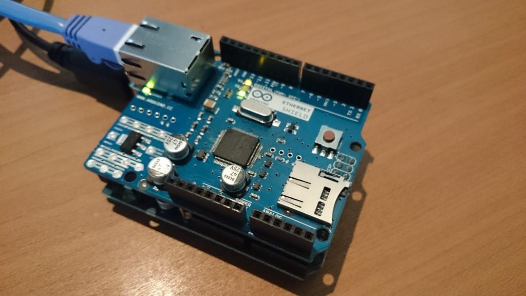 写真1 Arduino イーサネットシールド