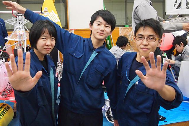 写真左より強口藍子さん、江坂壮平さん、大和田遼さん
