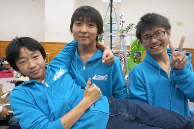 写真左より宮本瑞基さん、西村悠希さん、松本敢大さん