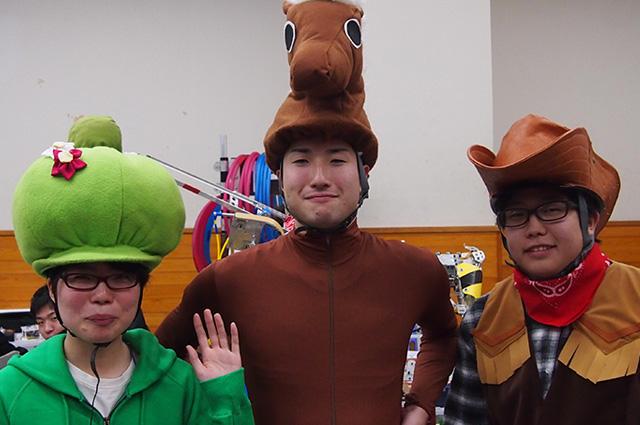 写真左より吉田杏さん、本村海さん、笹本敦志さん