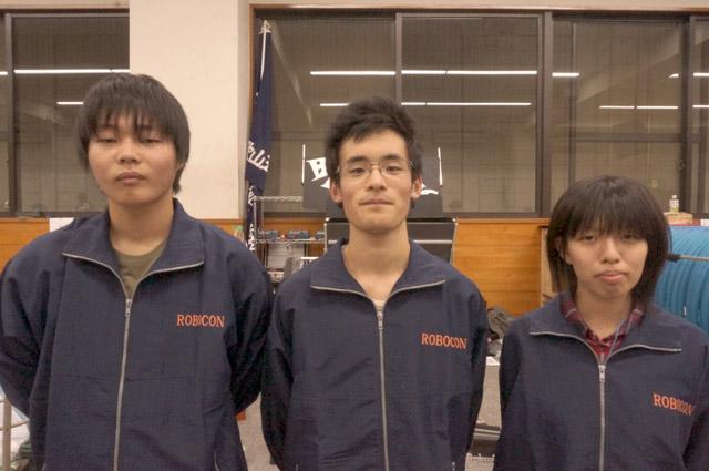 写真左より石井健登さん、松下諒さん、森岡奈々絵さん