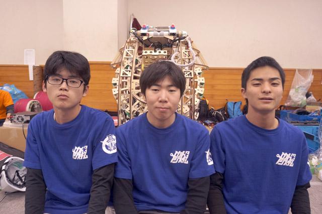 写真左より守中敏起さん、松村俊志さん、大加瀬功季さん