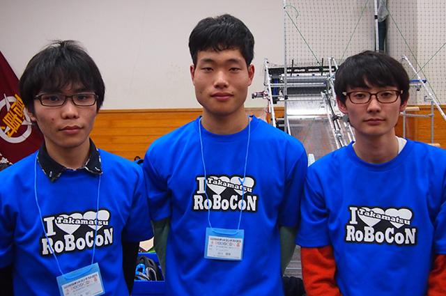 写真左より六車佳人さん、谷川豊章さん、三井康平さん