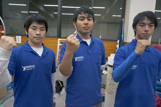 写真左より湯野友貴さん、満﨑雄大さん、森崎弘樹さん