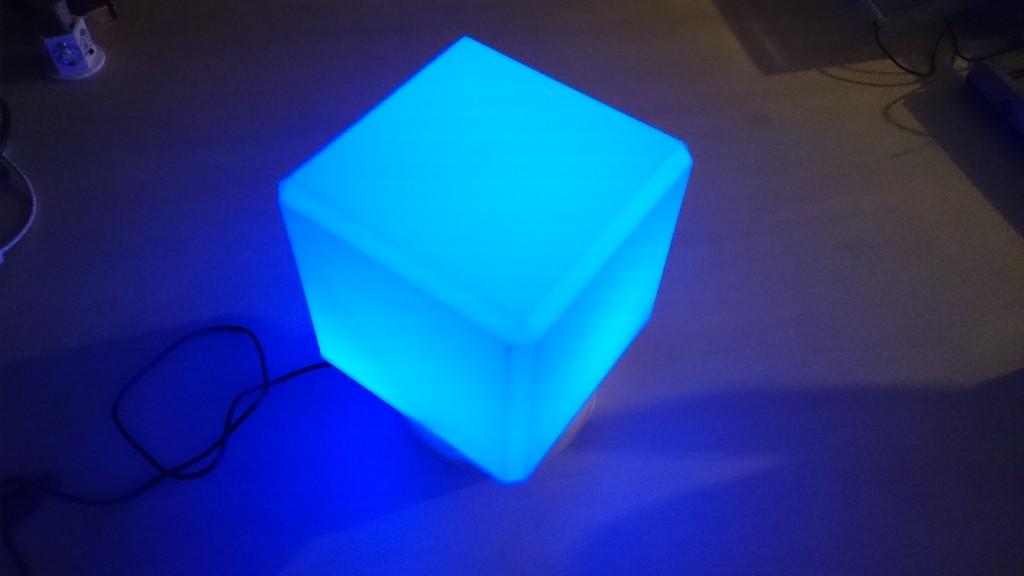 写真5 複数センサを利用した照明デバイス