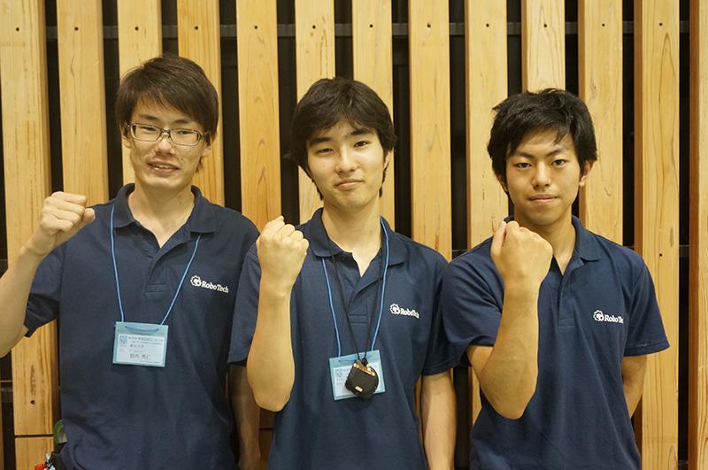 写真左より薮内秀仁さん、田中敬さん、高橋亮さん