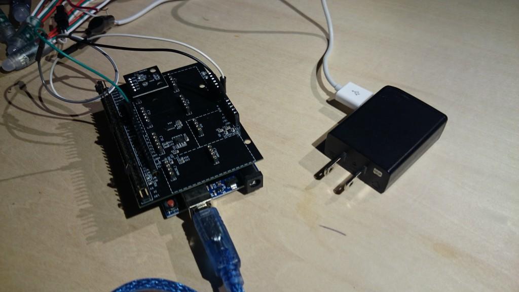 写真2 LEDテープの電源は前回と同様に5Vの別の電源を確保します