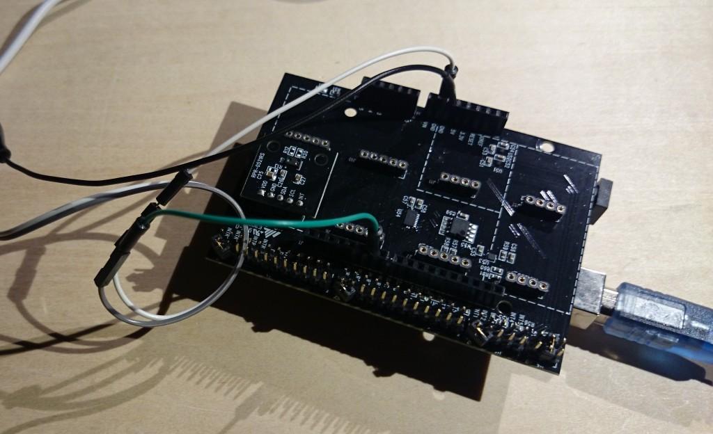 写真1 センサ評価キットに近接センサを搭載