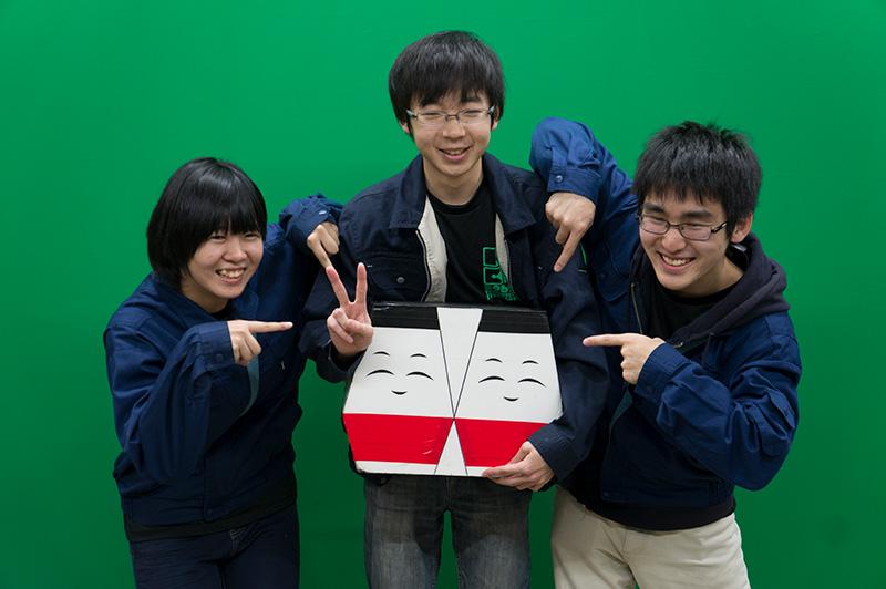 写真左より鳥羽祐丘さん、高橋諒太さん、強口藍子さん