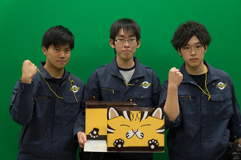 写真左より山下豪輝さん、中田裕貴さん、坂田玲央さん