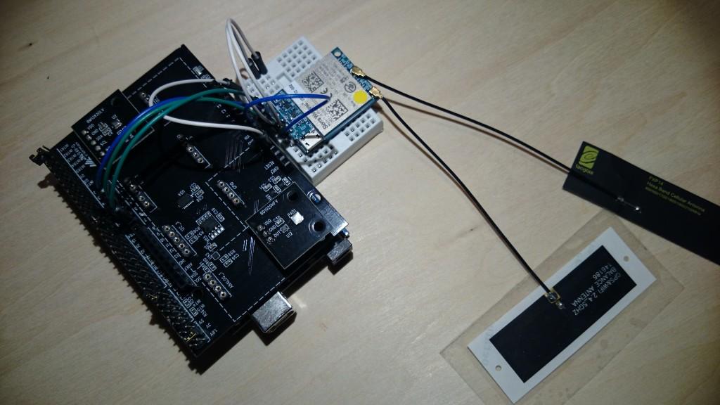 写真3 Arduinoの上にセンサ評価キットシールドを載せて、3GIMと接続