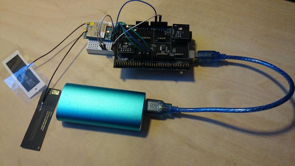 写真2 モバイルバッテリーでデータロガーを稼働