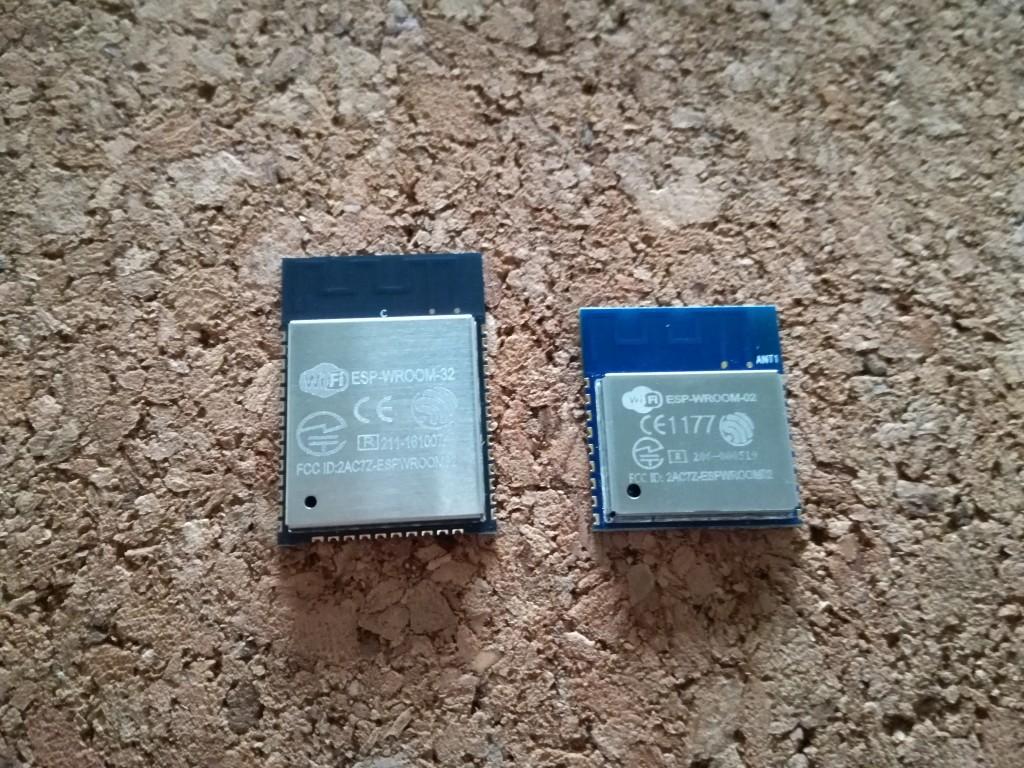 左)ESP-WROOM-32 | 右)ESP-WROOM-02
