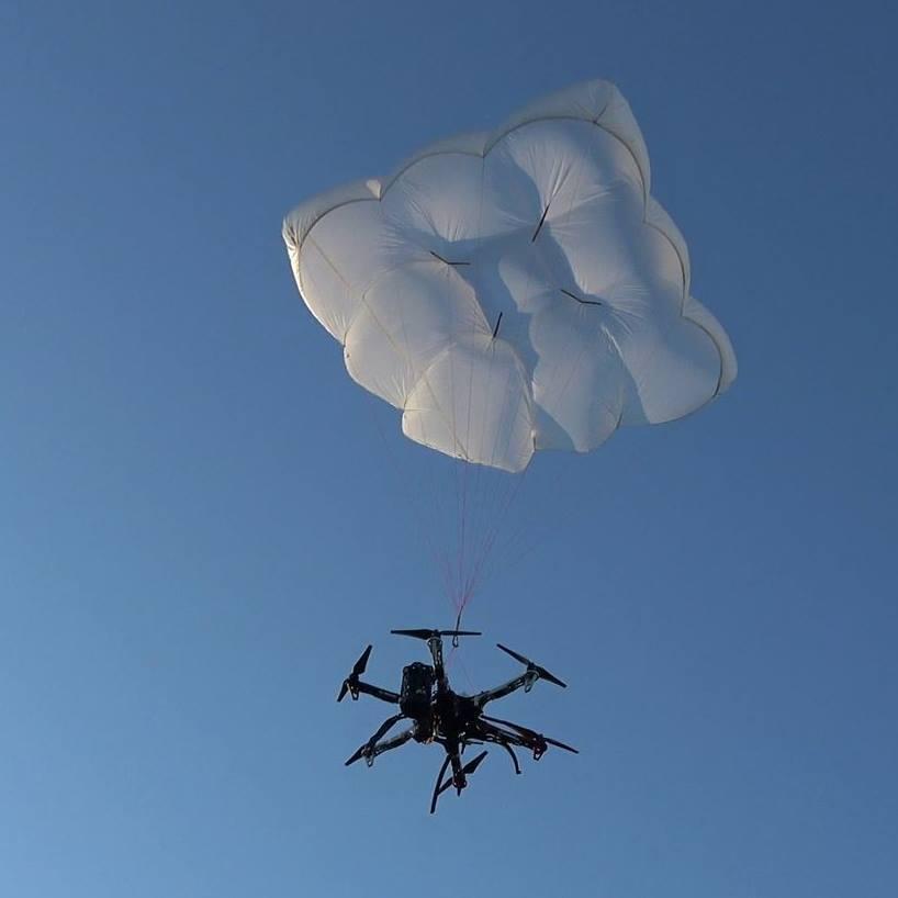 Drone Rescue Systemsが販売しているドローン用のパラシュートシステム