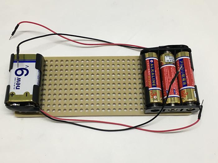 写真2 電池ボックスと電池を取り付けたところ