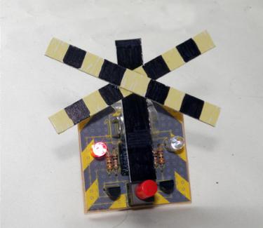 作品例:鉄道警報機をイメージした工作