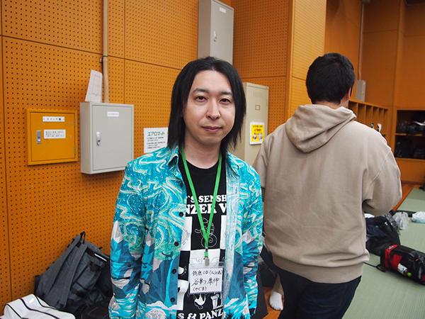 積極的に交流する現役生たちを高く評価する、鈴鹿高専OBの谷島さん。